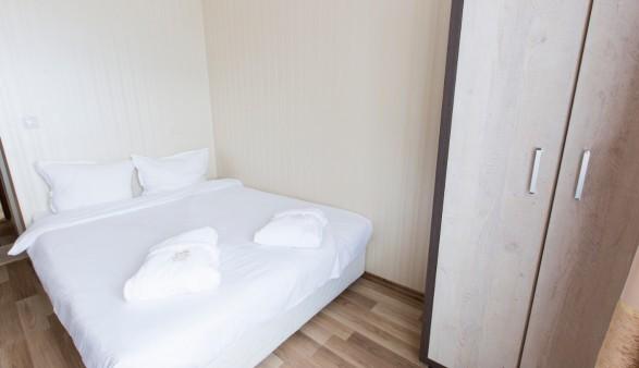 double_room_bedroom1